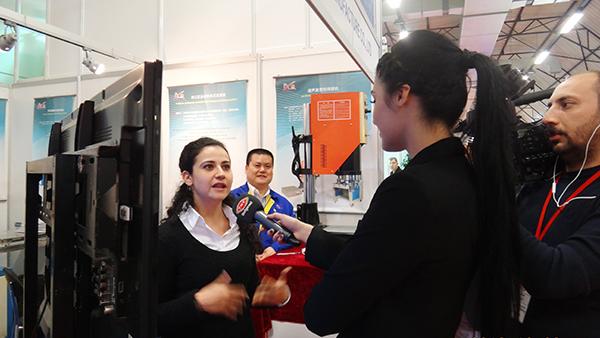 在土尔其参展接受电视台采访
