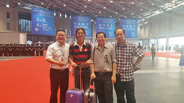 新加坡客户合影